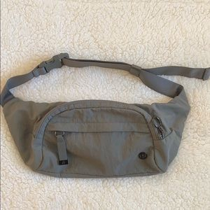 Lululemon on the beat belt bag sage green